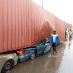 Container falls on multiple vehicles in Tincan, Lagos (Photos)