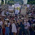Hundreds gather in Madrid to protest compulsory face masks (photos)