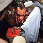 #OndoDecides2020: Chaos As Akeredolu Attempts To Address Journalists After Voting (photos)
