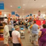 Retail: Unions and employers agree rules for food shopping