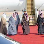 Qatar, Saudi leaders hug, end embargo between bitter rivals
