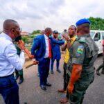 PHOTOS: Sanwo-Olu's security disarms weapon-wielding thugs in Lagos traffic